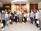 YKS'DE İLİMİZDEN İLK 500'E GİREN ÖĞRENCİLER VALİ ŞILDAK'I ZİYARET ETTİ